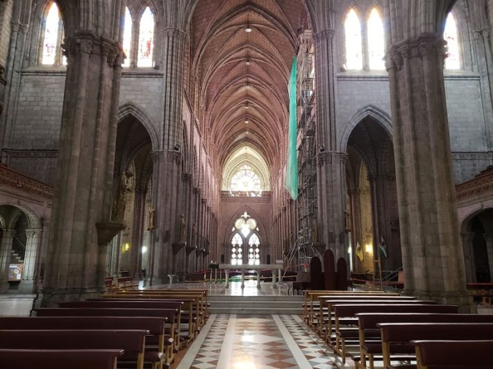 Nave Central da Basílica do Voto Nacional, Quito, Equador
